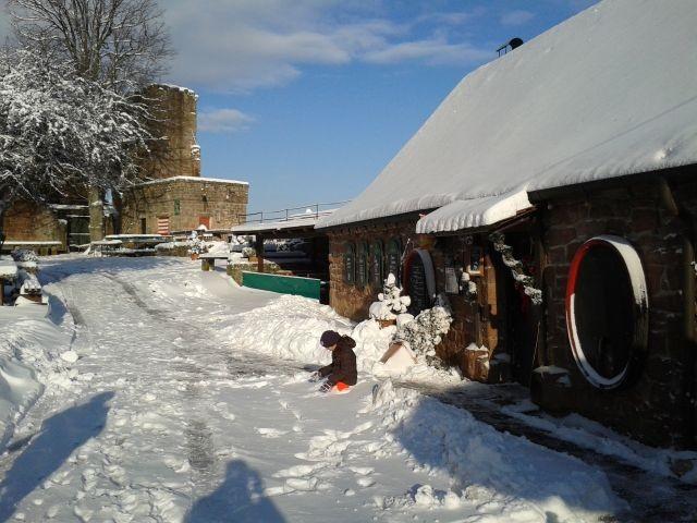Die Madenburg im Schnee