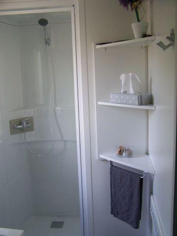 großzügige Dusche und Bad mit Tageslicht