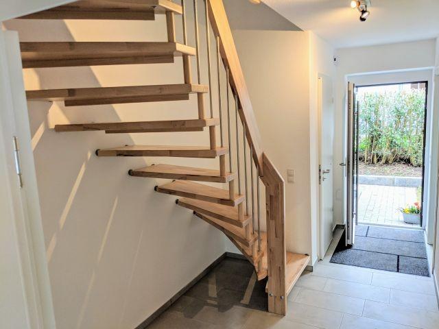 Flur Eingangsbereich und Treppe ins Obergeschoss
