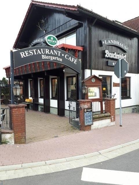 Eingang zum Biergarten und Restaurant