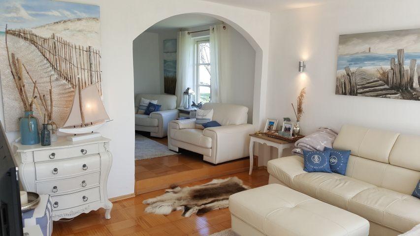 Wohnzimmer mit Ecksofa