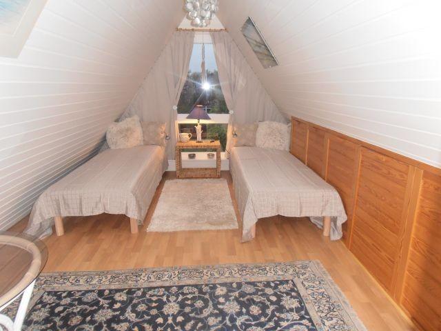 Schlafzimmer oben mit 2 Betten