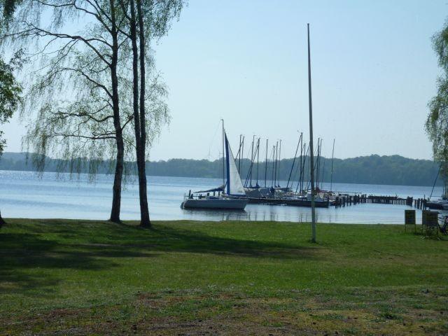 Vom Haus aus schauen Sie auf den großen Plöner See