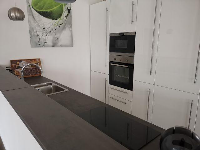 die Küche ist dem Wohnbereich offen angegliedert