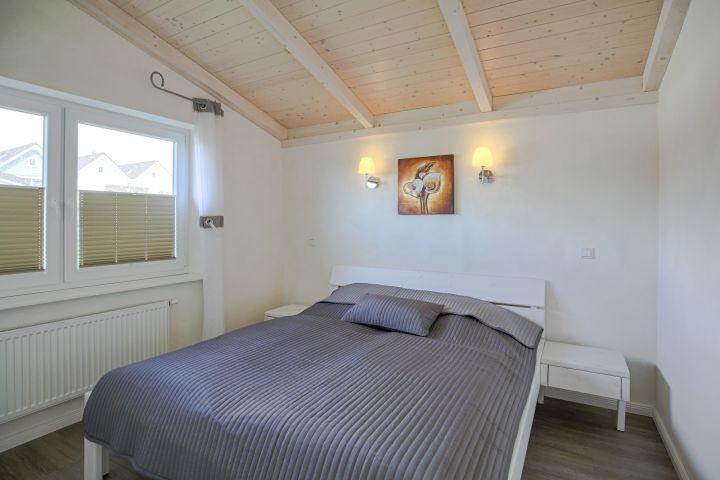 Schlafzimmer rechts