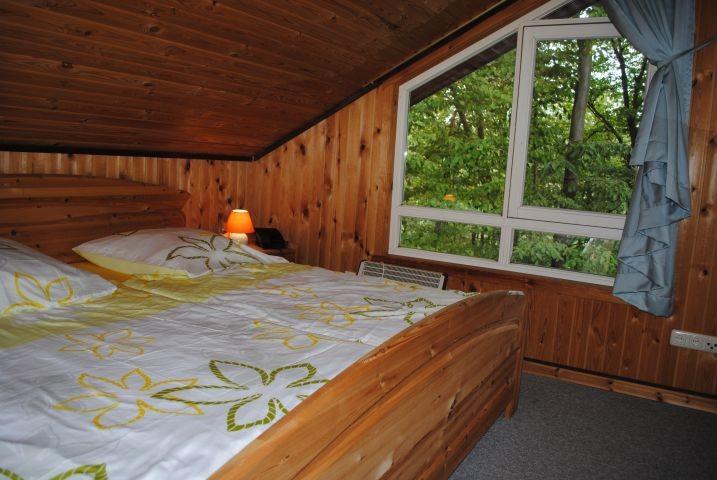 Großes Schlafzimmer im Extertal-Ferienhaus Motte