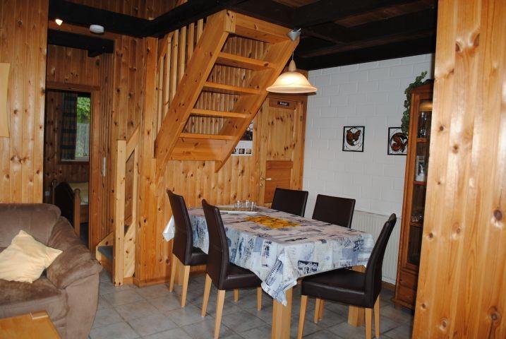 Eßbereich mit Treppenaufgang im Motte