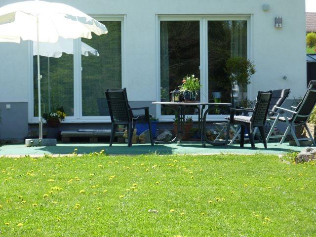 Terrasse am Garten vor der Ferienwohnung