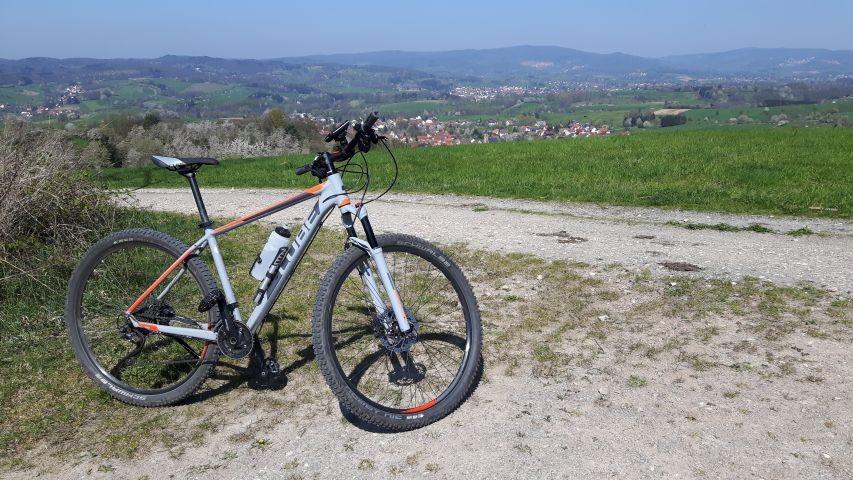 Wander-und Mountainbike-Strecke über dem Drachenhaus