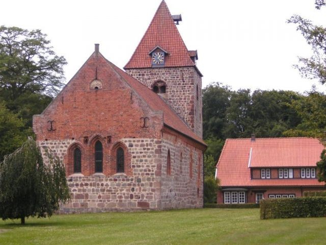 Historische Dötlinger Backsteinkirche