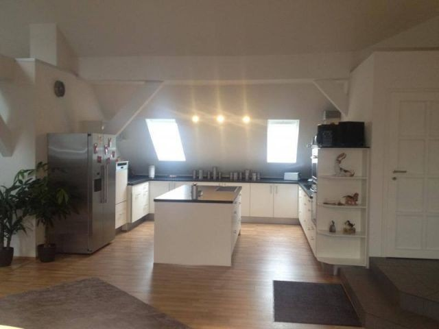 Einbauküche mit Kochinsel
