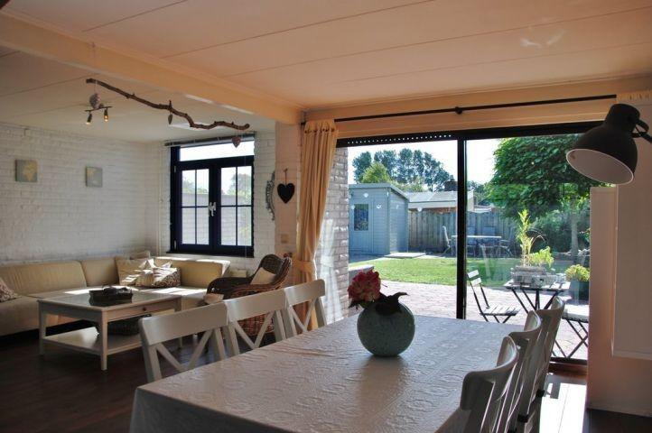 Wohnzimmer / Essbereich mit Blick in den Garten