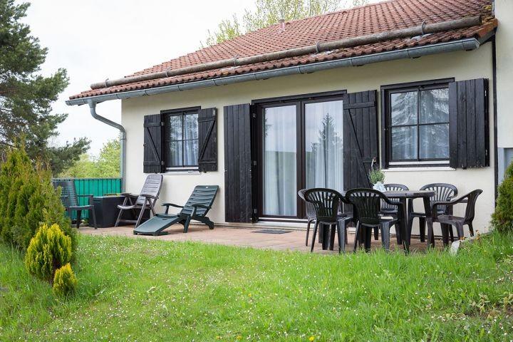 Terrasse vom Ferienhaus Lechsee Lodge in Lechbruck am See