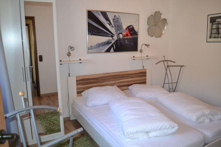 2. Schlafzimmer mit Doppelbett