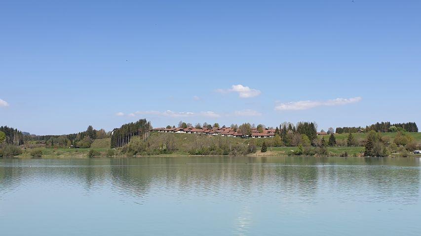 Blick vom Lechsee auf das Feriendorf