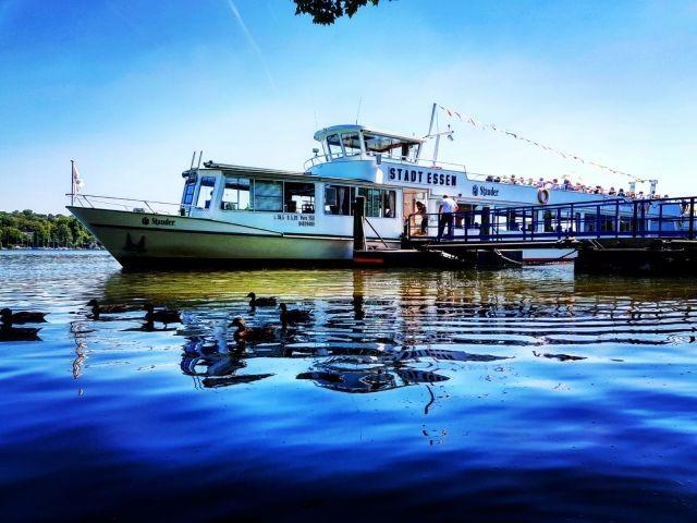 Ausflugsschiff auf dem Baldeneysee