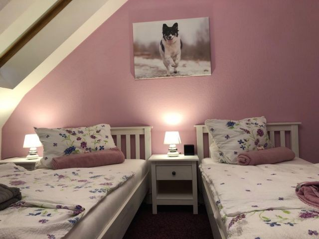 Schlafzimmer 2 mit 2 Einzelbetten im OG