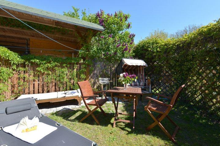 Ihr Garten mit Strandkorb,Grill,  Liegen und Sitzgarnitur