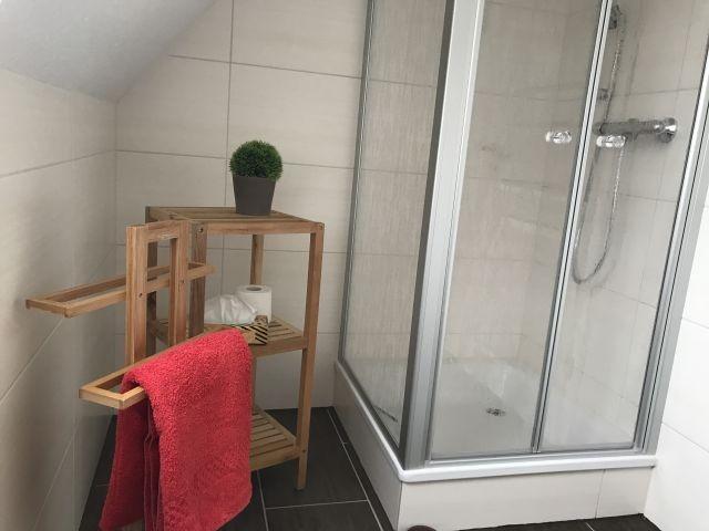 Badezimmer mit Dusche 1.OG