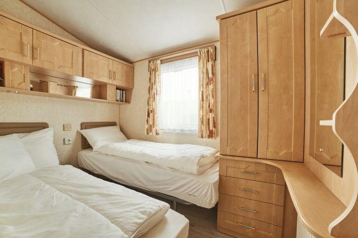 Schlafzimmer 2 / 2x 80x200