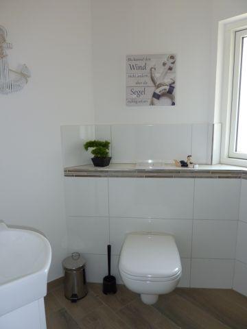 das kleine Bad mit Dusche
