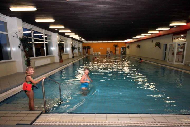 Großes Schwimmbad im Haus (Eintritt im Preis enthalten)