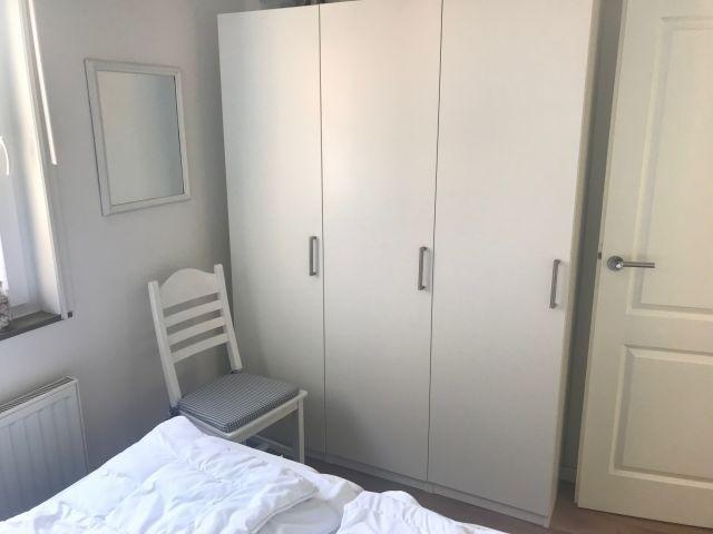 Grosser Kleiderschrank in Schlafzimmer 2