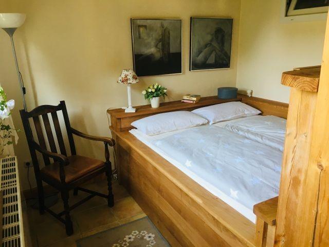 Das Doppelbett auch Eiche hat die Maße 160 x 200