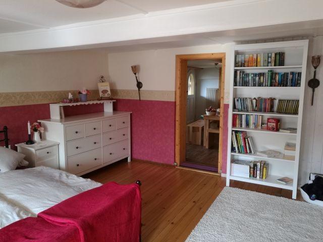 Schlafzimmer für Leseratten, Blick zur Küche