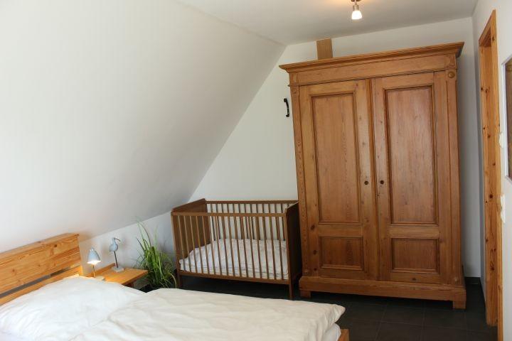 Schlafzimmer  oben mit Babybett