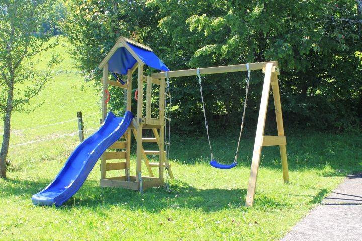 Spielturm im Garten