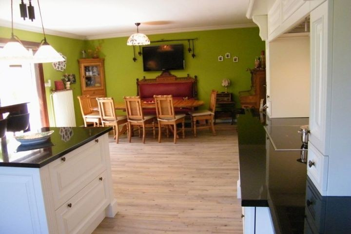 Offene Wohnküche mit Blick in den Essbereich