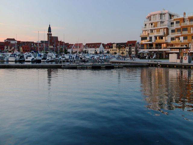 Sommerflair im Stadthafen von Waren