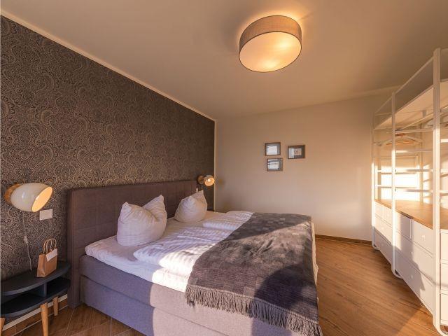 Schlafzimmer mit Platz für Ihre Garderobe
