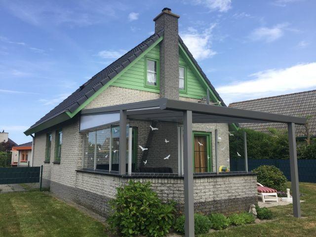 2019 neu: Terrasse halb überdacht