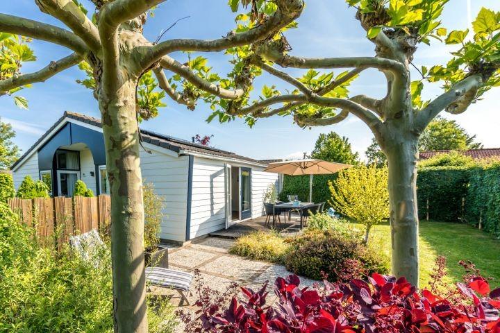 Das komplett renovierte und neu eingerichtete Ferienhaus mit eingezäuntem Garten