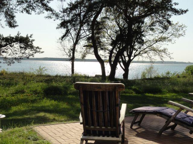 Traumhafter Blick  auf Naturgrundstück und  Wasser