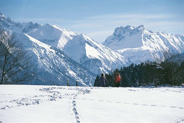 Winterwandern mit Bergblick