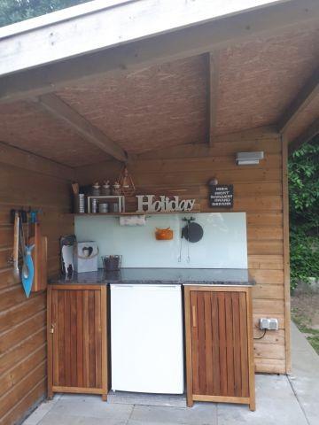 Outdoor-Küche (zusätzlicher Kühlschrank, Elektro-Grill, Kugel-Grill)