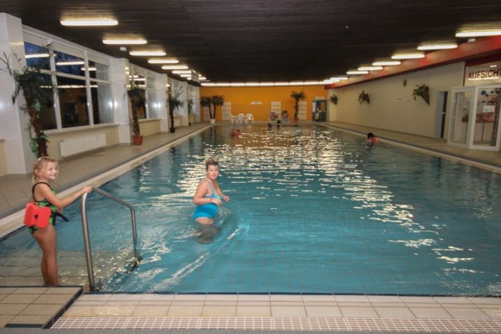 Großes Schwimmbad