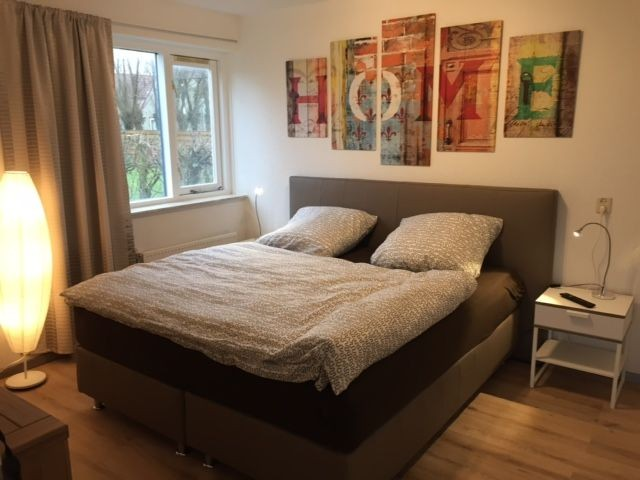 Schlafzimmer mit Boxspringbett unten