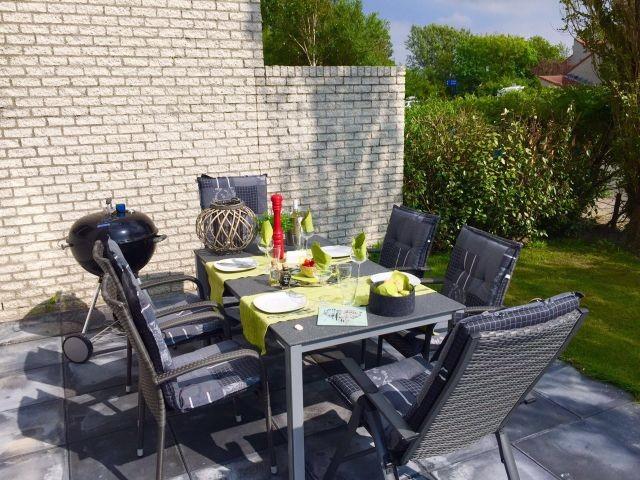 Gartentisch, Terasse mit Sonnenmarkise