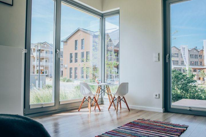 Spielzimmer im Erdgeschoss mit Terrasse