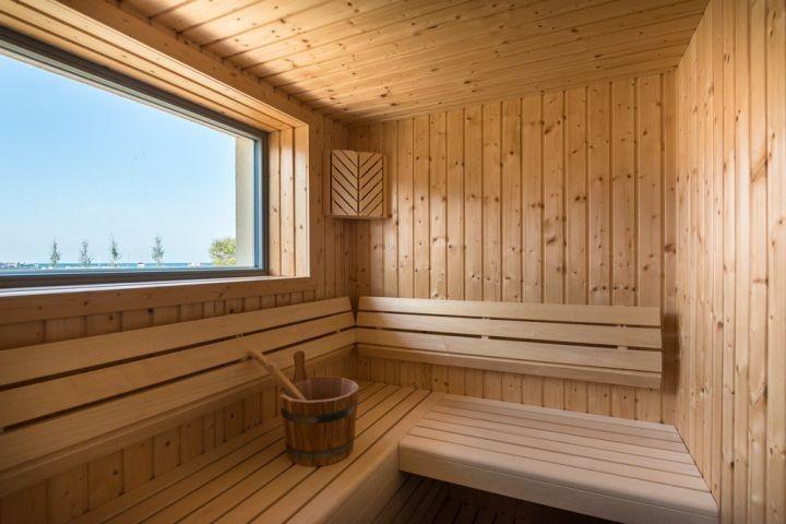 Sauna im Erdgeschoss mit Fenster