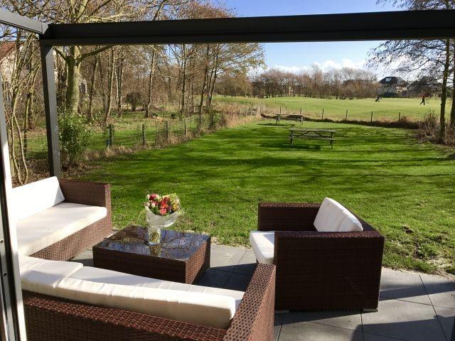 Terrasse mit Lounge Möbeln