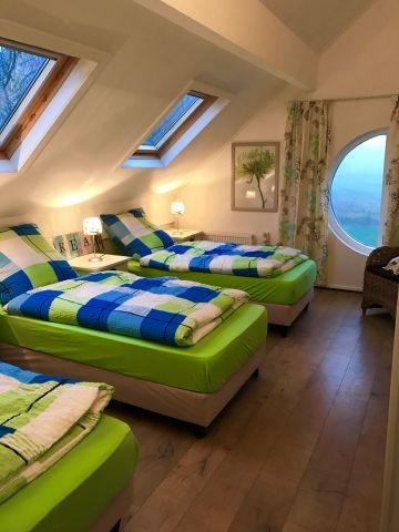 3 Schlafzimmer mit drei Einzelbetten