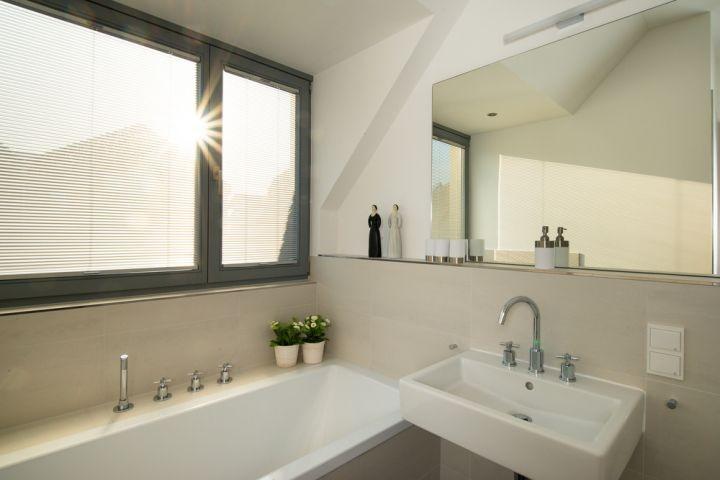 traumhaftes Bad im Obergeschoss mit Badewanne