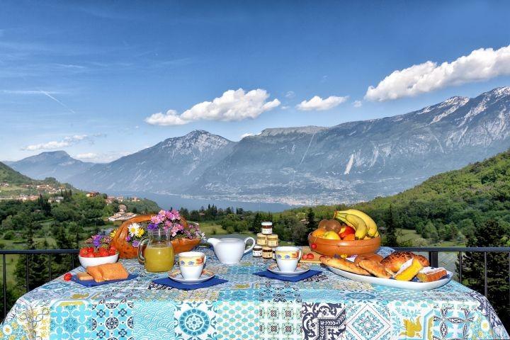 Frühstück mit Seeblick vom Balkon