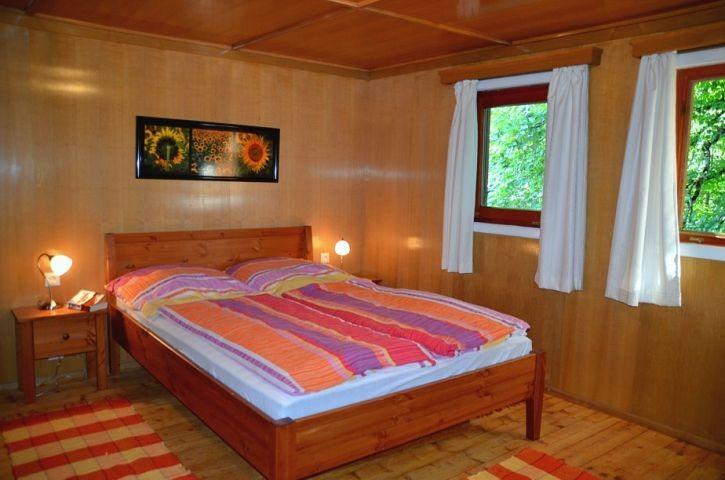 Schlafzimmer mit Doppel- und Einzelbett, Obergeschoß