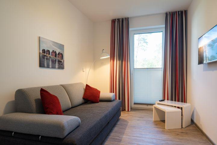 Schlafzimmer 3 mit Schlafcouch und TV
